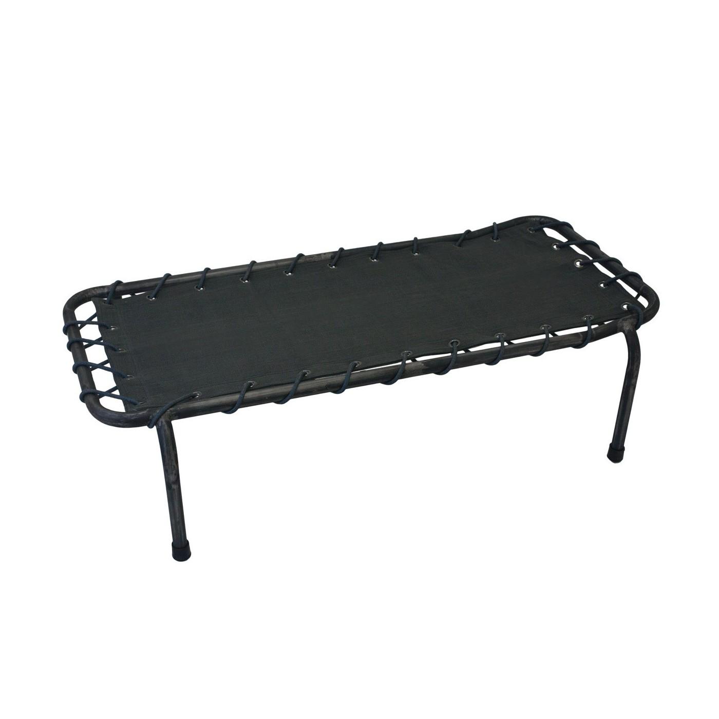 lit de camp gris table de lit. Black Bedroom Furniture Sets. Home Design Ideas